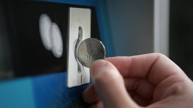 Mnohé automaty na mince lze obelstít slovenskou dvoukorunou.