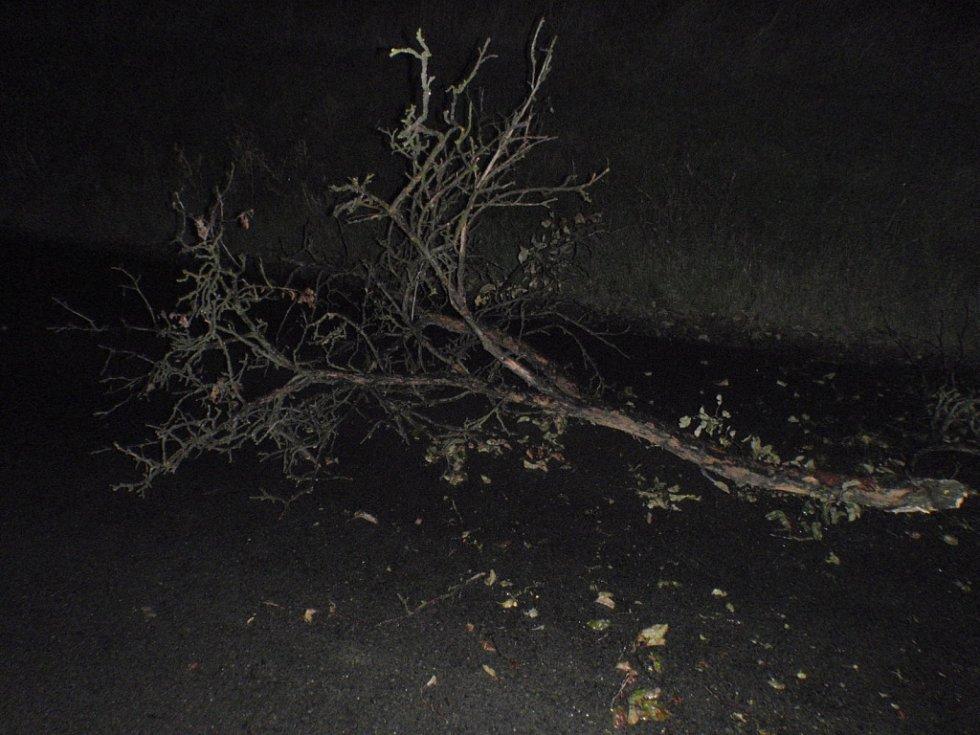 Hasiči odstraňovali následky poryvu větru v celém Zlínském kraji