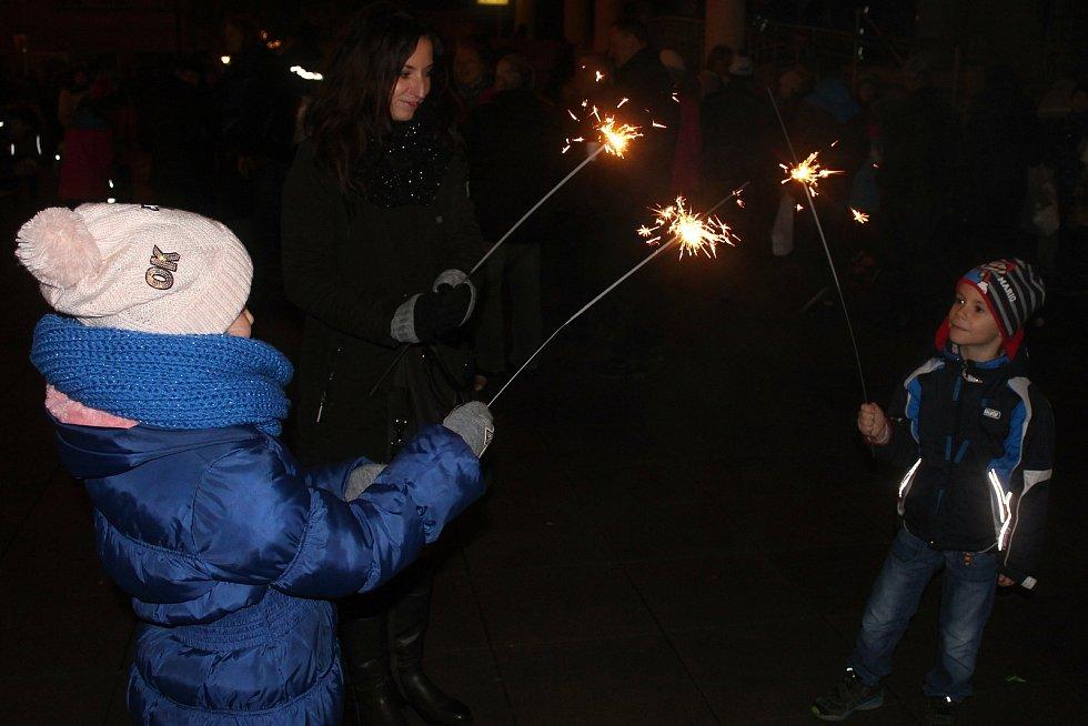 Příchod nového roku slaví obyvatelé Vsetína i okolních obcí tradičně před domem kultury. Ilustrační foto