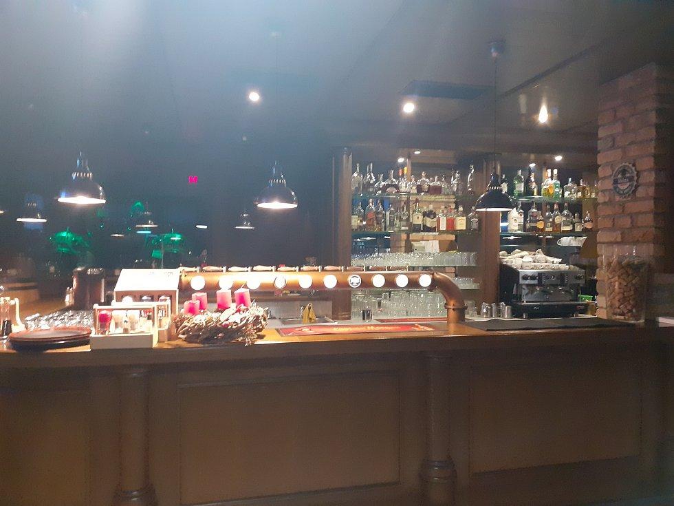 Štamgasti se ve Zlíně loučili se svými hospodami, bary a restauracemi. Restaurace a pivnice U osla Zlín.