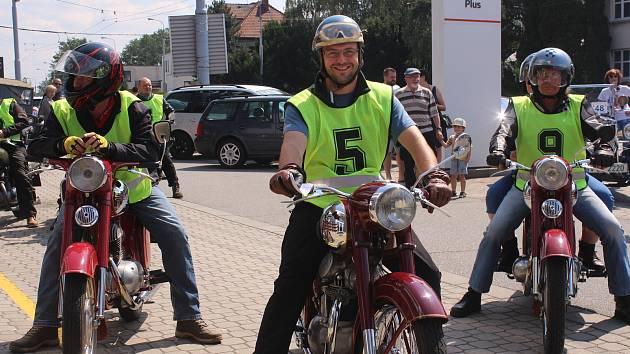 Zlínem a okolím projela historická vozidla v rámci soutěže seriálu Mistrovství České republiky.