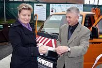 Obyvatelé Hvozdné na Zlínsku mají k dispozici nový sběrný dvůr za téměř 2,4 milionu korun. Sloužit bude nejenom Hvozdenským, ale také obyvatelům sousední Ostraty.