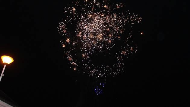 Tlumačov ozářil Novoroční ohňostroj