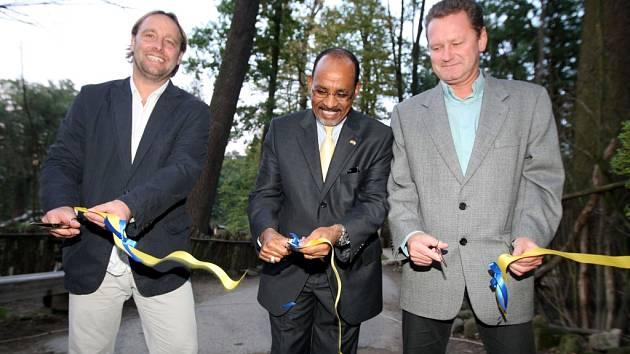ZOO Lešná expozice Etiopie. Zleva Roman Horský, F.A.Tessema, Miroslav Adámek