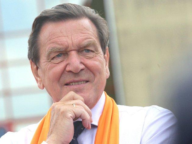 Bývalý německý kancléř Gerhard Schröder podpořil sociální demokraty při jejich kampani v Otrokovicích.
