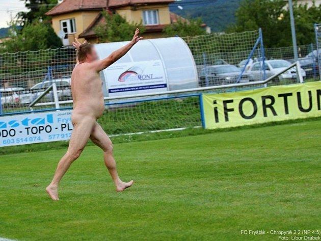 Ve Fryštáku vběhl na hřiště nahý domácí fanoušek