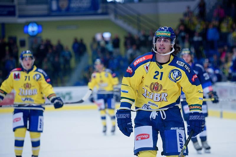 Hokejisté Přerova (ve žlutém) proti Benátkám nad Jizerou (1:0). Robert Černý.