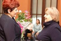 Desítky lidí se sešly 29. prosince tradičně v budově zlínské radnice, aby si připili do nového roiku s primátorkou města Irenou Ondrovou.
