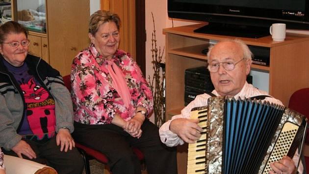 Seniorky v charitním centru Domovinka.