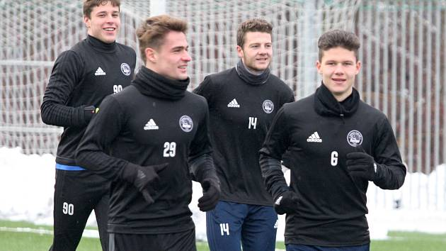 Fotbalisté Zlína v sobotu odpoledne poprvé trénovali na hřišti. Trenér Michal Bílek svěřence vůbec nešetřil. Na snímku je Jan Hellebrand.