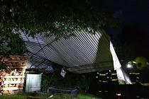 Bouře ve Zlínském kraji ničila střechy a lámala stromy - 10. 8. 2021