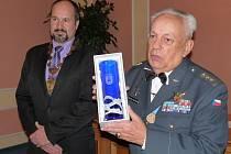 Za odpor vůči okupaci vyhnali plukovníka letectva z armády