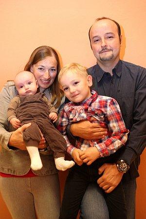 Vítání občánků na radnice 25.9.2015 ve Zlíně.  JAn Gajdůšek Veronika Gajdůšková syn Jan a miminko Lukáš