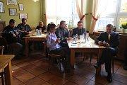 Deník-bus - debata v Selské krčmě