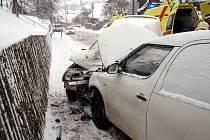 U Doubrav bouraly dva automobily a došlo ke zranění jejich posádek.