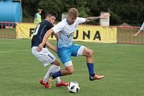Otrokovičtí fotbalisté (ve světlých dresech) prohráli v 1. kole MOL Cupu s Vyškovem 1:5 a v celostátní soutěži skončili.