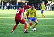 Fotbalisté Zlína (ve žlutých dresech) ve v rámci 3. kola MOL Cupu představili na hřišti divizního Slavičína, kde jasně zvítězili.