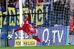 Po faulu Marka Matějovského se z penalty trefil ve 41. minutě Tomáš Poznar.