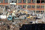 Demolice budovy č. 24 v bývalém továrním areálu Svit ve Zlíně.