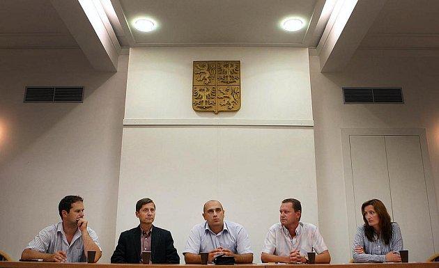 Tisková konference k odchodu VV z koalice.
