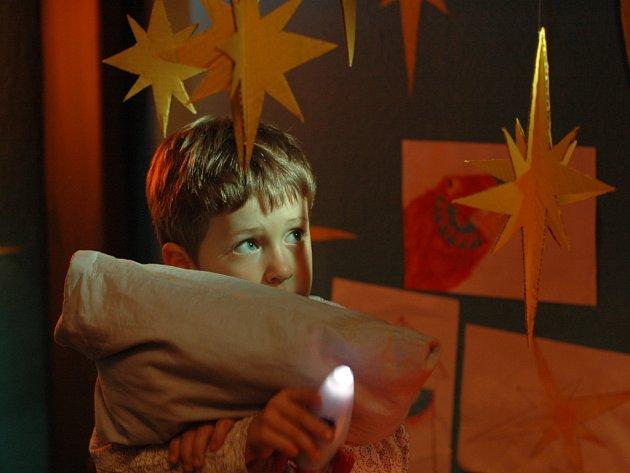 I´M NOT BRAVE. Sedmiletý Artur se bojí tmy. V noci nemá odvahu jít přes chodbu na záchod.