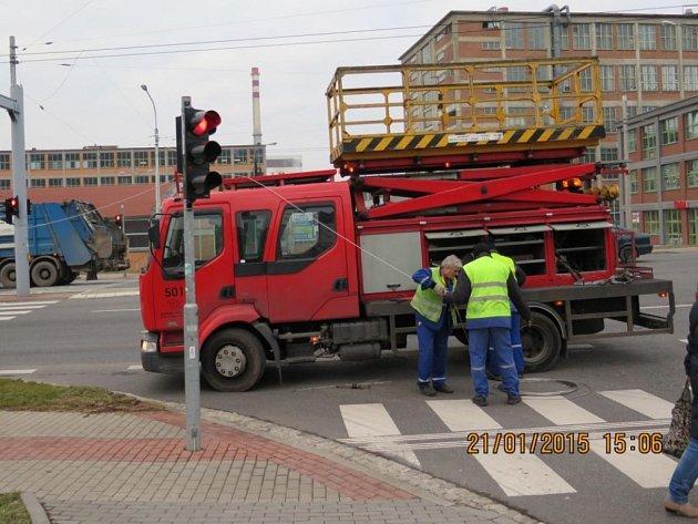 MHD ve Zlíně ochromil výpadek proudu po nehodě.