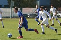 Fotbalisté Zlína B (v bílých dresech) prohráli v 10. kole Fortuna MSFL s béčkem Olomouce 1:3.