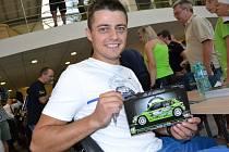 Ve středu v podvečer proběhla v autosalonu Škoda Samohýl v Loukách autogramiáda pilotů vozů Škoda Fabia R5, kteří se zúčastní zlínské Barum Rally.