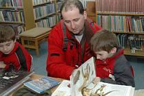 Některé děti ze Zlína si zkrátily svůj volný čas o jarních prázdninách návštěvou krajské knihovny. Mohly tam číst i omalovávat