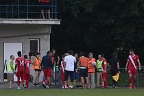 Fotbalisté Slavičína (v modrých dresech) ve středu v rámci 1. kola Mol Cupu vyzvali Frýdek Místek. Závěr poznamenal incident, po kterém si Slezané stěžovali z rasistického útoku na jejich fotbalistu.
