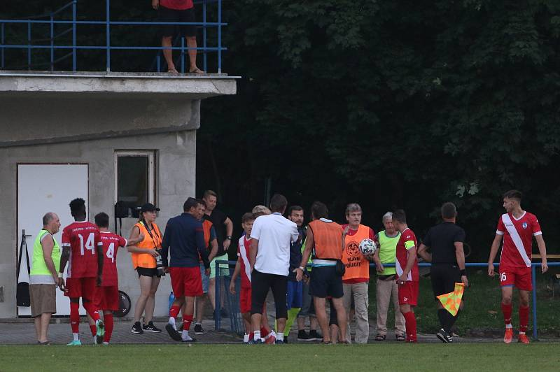 Fotbalisté Slavičína (v modrých dresech) vyzvali v rámci 1. kola Mol Cupu Frýdek Místek.