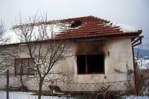 Dramatická situace se odehrála v pátek 31. prosince nad ránem v Návojné na Valašskokloboucku. Tam hořel rodinný domek, v němž bydlela mladá rodina s dítětem.