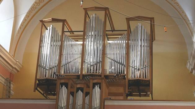 Napajedelské varhany získávají finalání podobu.