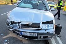 Bouračka dvou aut ve Zlíně na Jižních svazích