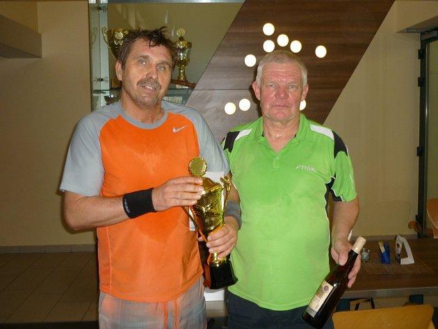 Finalisté tenisového turnaje Medium Cup v Hranicích na Moravě 2016: vlevo Jiří Fiala, vpravo Petr Polák