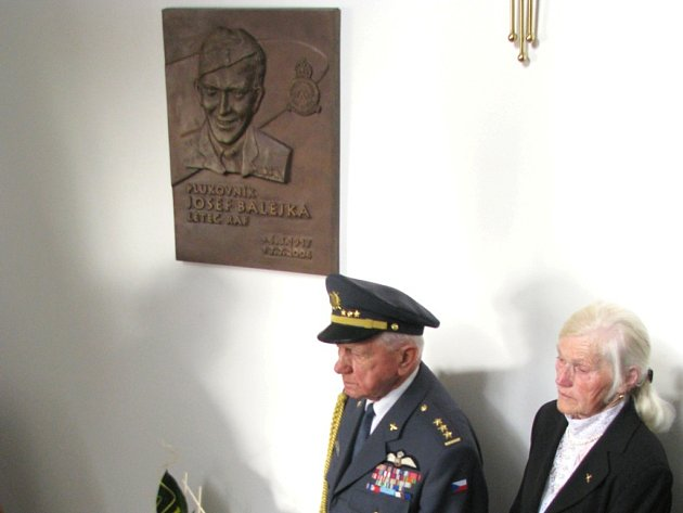 Slavnostní odhalení pamětní desky plukovníka Josefa Balejky.