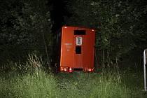 Pod vlivem alkoholu nezvládl odbočovací manévr a s nákladním vozidlem narazil ve Zlíně do stromu.