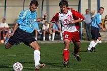 V neděli 20. září odehráli v Otrokovicích fotbalový zápas domácí s hosty z Kněžpole ( v červeno-bílém).