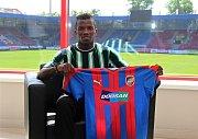 Nigerijský záložník Ubong Ekpai odešel ze Zlína do Plzně. Na západě Čech podepsal tříletou smlouvu.