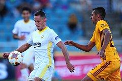 Fotbalisté Zlína (v bílém) prohráli na hřišti Dukly 0:1.