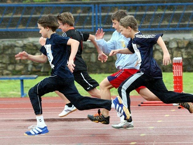 Odznak všestrannosti olympijských vítězů na atletickém stadionu Mládeže ve Zlíně.
