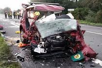 Zdevastované auto po nárazu. Kromě rodičů zde vyhasl život i jejich dvou synů ve školním věku.