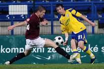 Fotbal Tescoma Zlín (ve žlutomodrém) - Sparta Praha.