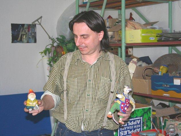 Natáčení druhé třináctidílné řady oblíbeného večerníčku Krysáci v prostorách základní školy v Bohuslavicích. Na snímku Cyril Podolský.