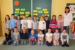 Třída 1.A ze 2. Základní školy Napajedla s třídní učitelkou Mgr. Lucií Barboříkovou.