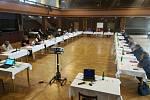 Zastupitelstvo města vzhledem k protiepidemickým opatřením jednalo v sále kulturního domu