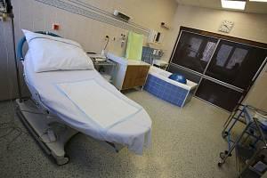 Gynekologico- porodnické oddělení Krajské nemocnice T. Baťi ve Zlíně.Porodní box
