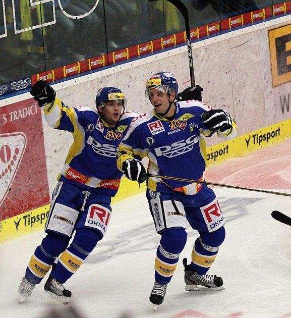 Extraligoví hokejisté Zlína (ve žlutém) nastoupili ve 3. kole nejvyšší soutěže proti Rytířům Kladno.