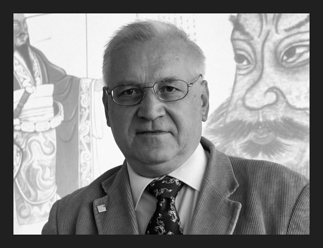 Petr Hlaváček patřil mezi přední světové obuvnické experty. Mimo jiné v roce 2005 získal v Tunisku prestižní vědecké ocenění Mezinárodní asociace obuvnických techniků. Od stejného roku pracoval na výzkumu obuvi terakotové armády