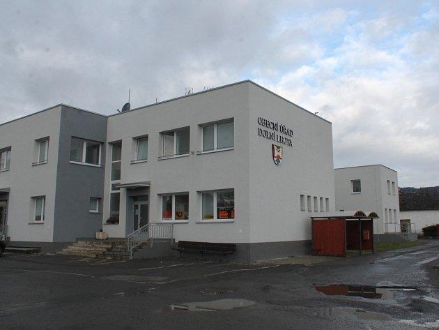 Dolní Lhota obecní úřad pošta knihovna v jednom
